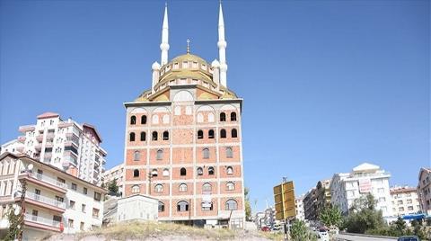 Ankara'da Mimari Harikası Apartman Üstü Cami!