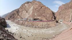Tacikistan Yüzyılın İnşaatı İçin Kolları Sıvadı