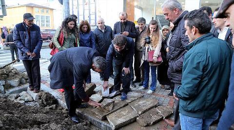 Belediye Kazısında 300 Yıllık Mezar Taşları Çıktı