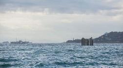 Kabataş'ta Denizin Ortasındaki Kazıklar Şaşırttı