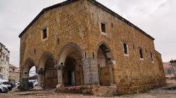 Ermeni Kilisesi Kütüphane Oluyor