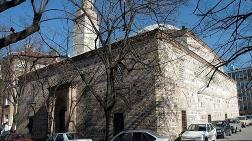 600 Yıllık Caminin Süslemelerini Yanlışlıkla Boyadılar!