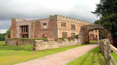 Astley Kalesi Lüks Bir Villaya Dönüştürüldü