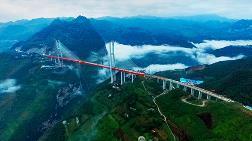 Dünyanın En Yüksek Köprüsü Çin'de Hizmete Girdi