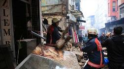 Fatih'te 3 Katlı Metruk Bina Çöktü