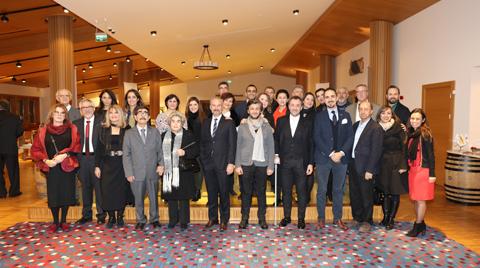 İzmir SMD Üyeleri Yeni Yıl Yemeğinde Buluştu