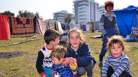 Milyonluk Evlerin Yanında Naylon Çadırda Yaşam