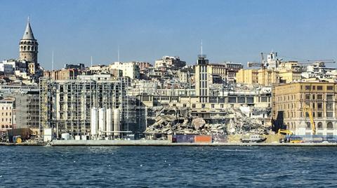 Karaköy Yolcu Salonu'nu Yıktılar