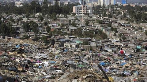 Çöp Tepeleri Evleri Yuttu