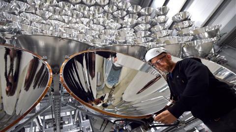 Almanya Oluşturduğu Yapay Güneş ile Elektrik Üretiyor