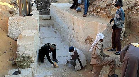 Mısır'da 4 Bin Yıllık Mezar Bahçesi Bulundu