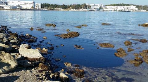 Çeşme'de Petrolün Kirlettiği Deniz için Temiz Dediler