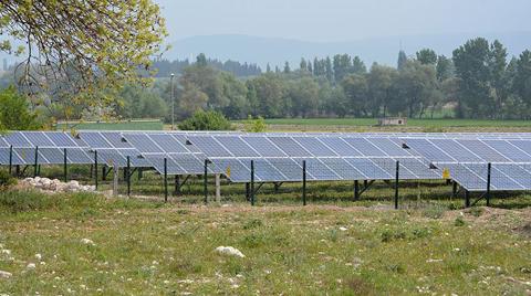 Tarladaki Güneş Panellerinden 100 Bin Liralık Enerji
