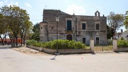 Bakımsız Kalan Tarihi Binaları Halka Dağıtıyorlar