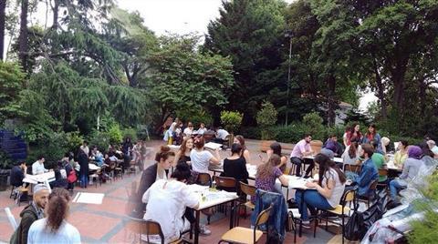 YTÜ Mimarlık Öğrencileri Derslerini Kampüs Bahçesinde Yaptı