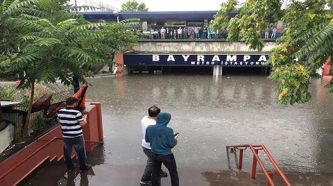 İstanbul'da Metro İstasyonlarını Su Bastı