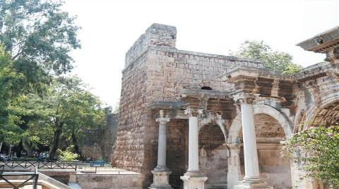 Kaleiçi'nin Tarihi Surlarına Restorasyon