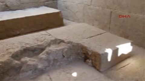 Tarihi Anıt Mezarı Depo Olarak Kullanmışlar