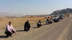 Erzurum'da Köylülerden Asfalt Eylemi