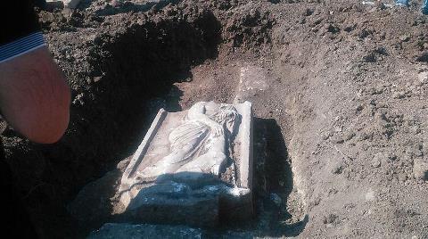 Kaçak Kazıda 2 Bin Yıllık Mezar Steli Bulundu