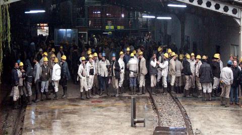 Protesto için Madenden Çıkmıyorlar!