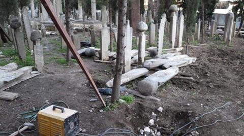 Üsküdar'da Tepki Çeken Restorasyon: Mezar Taşları Söküldü