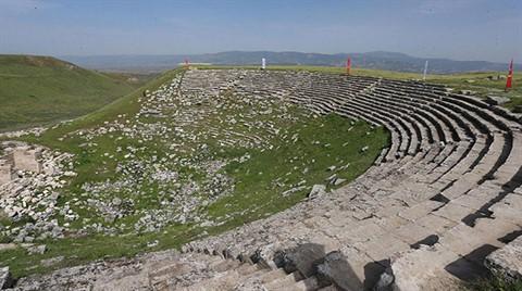 Antik Tiyatro 1600 Yıl Sonra Ayağa Kalkıyor