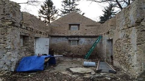 Çatısı Bile Olmayan Evi Saraya Çevirdi