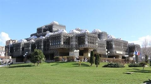 Priştine'nin Sembolü: 'Kubbeli Kütüphane'
