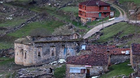 Doğal Sit Alanı Santa Harabeleri'ne Tuğla Bina