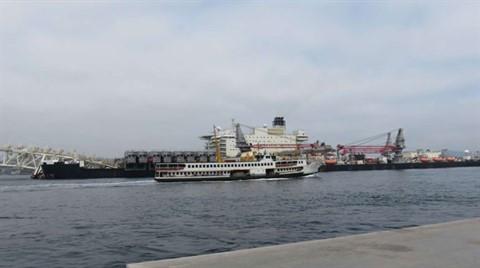 Dev Gemi İstanbul Boğazı'ndan Geçiyor