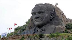 İzmir'de 42 Metrelik Atatürk Maskına Bakım