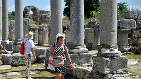 Perge Antik Kenti'nde Sütunlar Ayağa Kalkıyor