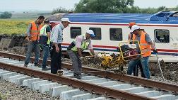 Tren Kazası Bölgesinde Raylar Yenileniyor