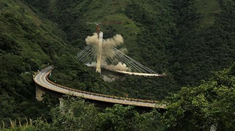 9 İşçinin Öldüğü Köprü Saniyeler İçinde Yok Oldu