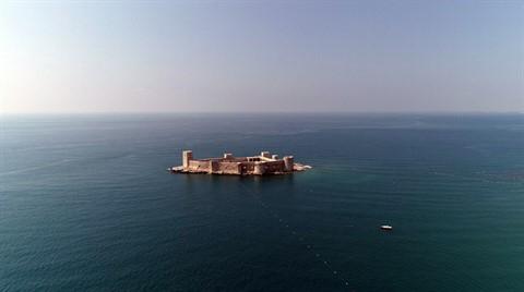 Denizin Ortasındaki 2 Bin Yıllık Kale Büyülüyor