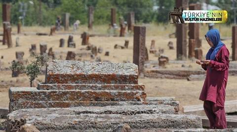 Selçuklu Meydan Mezarlığı Tarihe Işık Tutuyor