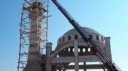 Cami İnşaatında Minareden Düşen İşçi Ağır Yaralandı
