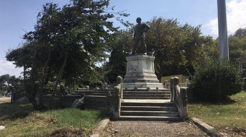 İlk Atatürk Heykelini Çeviren Paravanlar Kaldırıldı