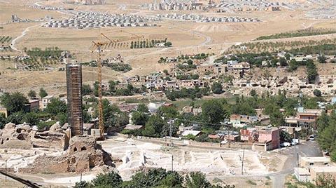 611 Yıllık Minarenin Taşları Sökülmeye Başlandı