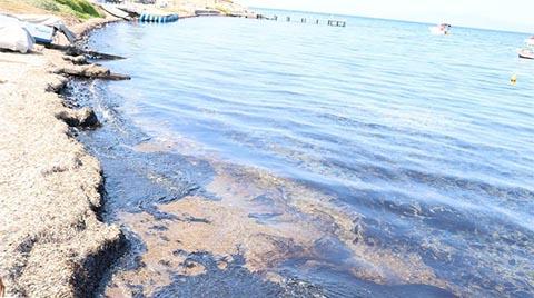 Foça'da Ham Petrol Sızıntısı