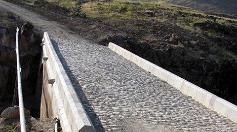 Tarihi Şeytan Köprüsü'ne Asfalt Döktüler