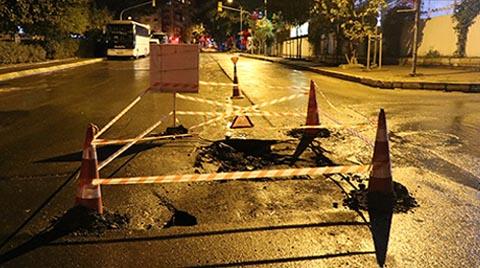 Kadıköy'de Yol Çöktü