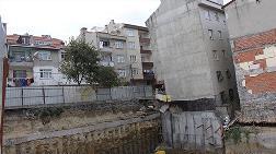 Bağcılar'da Yan Yatan Bina Yıkıldı