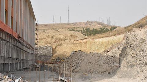 İnşaat Halindeki Lisenin İstinat Duvarı Çöktü