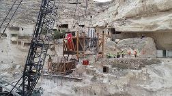 Hasankeyf'te Tarihi Kale Kapısı Taşındı
