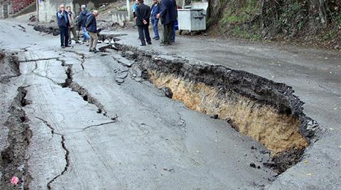 Zonguldak'ta Yol Çöktü