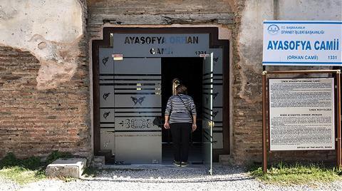 CHP'den 'Ayasofya Camisi'ne Cam Kapı' Tepkisi
