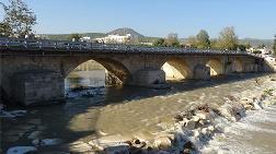 Trafiğe Kapatılan Tarihi Köprü Yeniden Açıldı