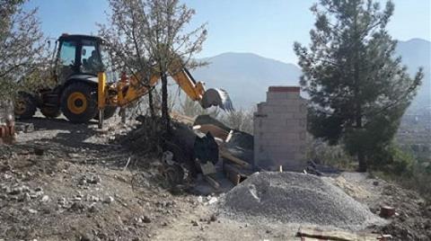 Pamukkale'de Hazine Arazisi Üzerindeki Binalar Yıkıldı